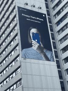 Une publicité sur la vie privée et iOS 15 par Apple à Toronto